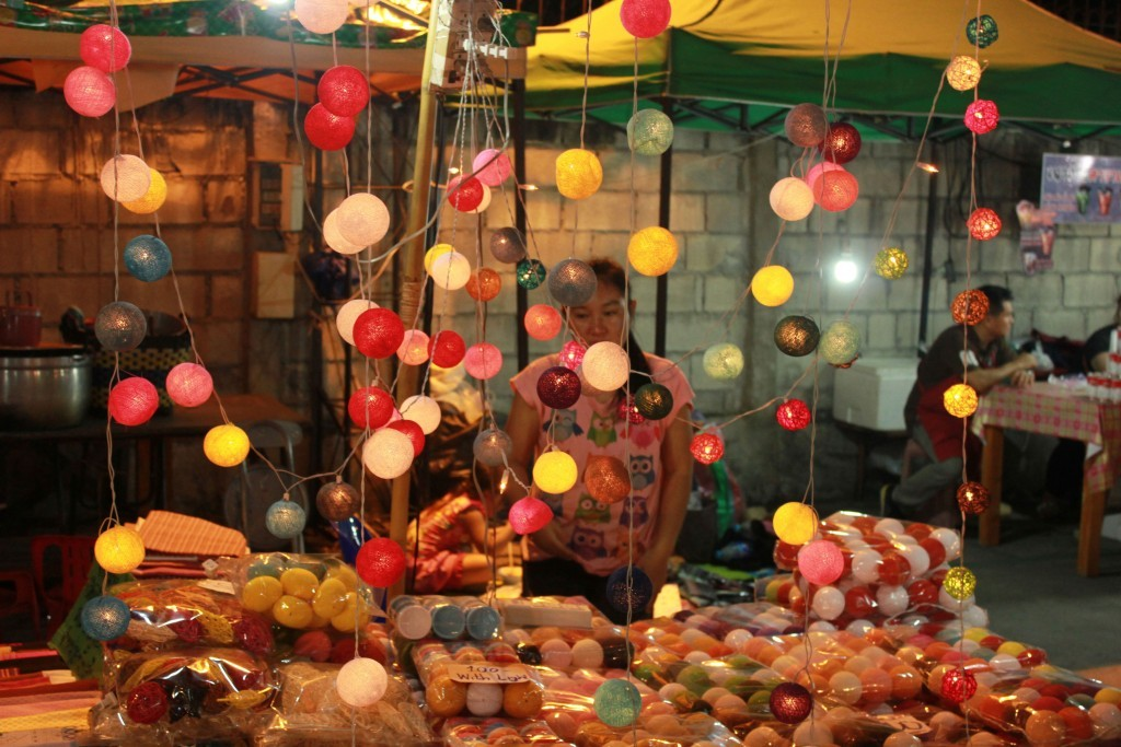 Photo of lanterns for sale at the weekend market.