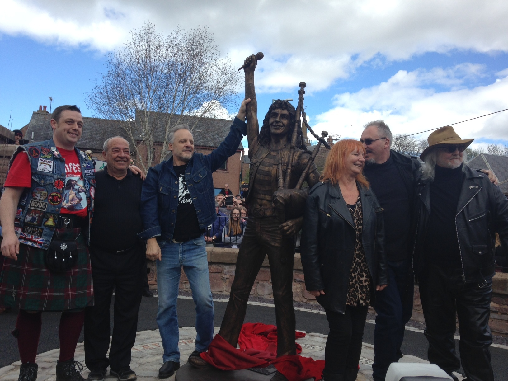 Former AC/DC bass player Mark Evans hails the unveiling of Kirrie rock hero Bon Scott with other VIP guests