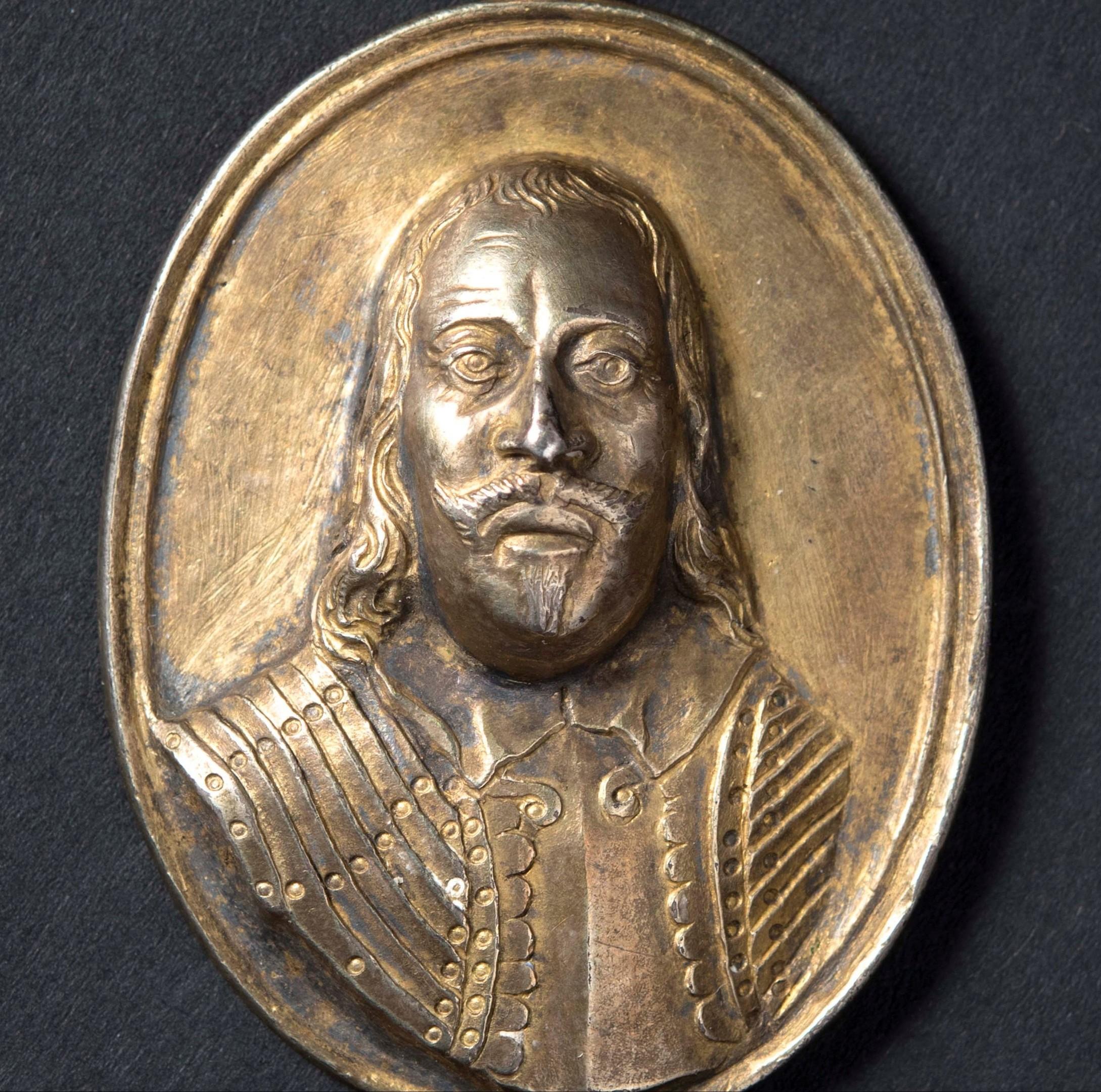 The Montrose medallion.