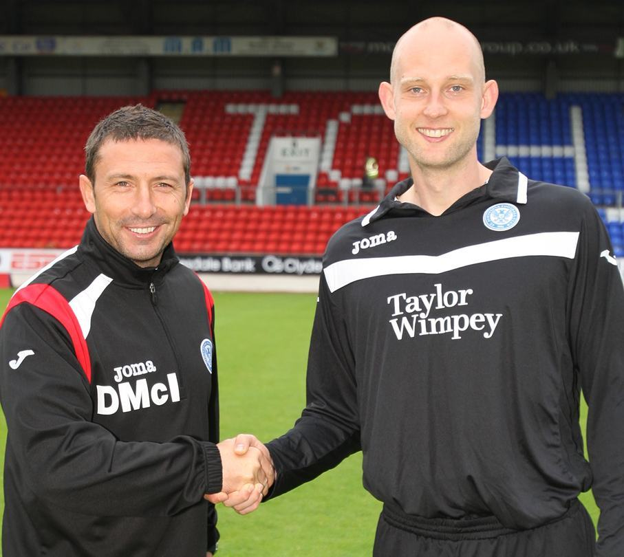 Kris Miller, Courier, 09/08/10, News. Picture today at McDiarmid Park, Perth. Pic shows Manager Derek McInnes with Peter Enckelman.