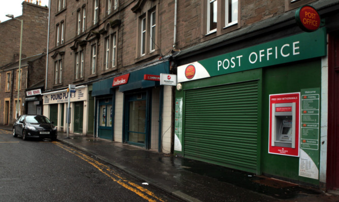 The cash machine at the Post Office on Strathmartine Road where the robbery occurred.
