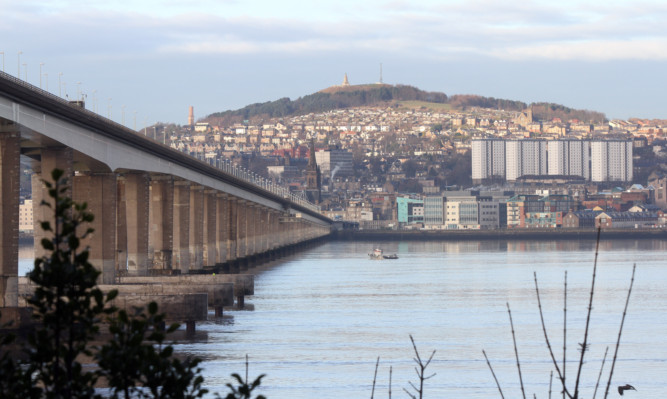 The man who plunged into the Tay on Sunday morning has not been found by search and rescue teams.