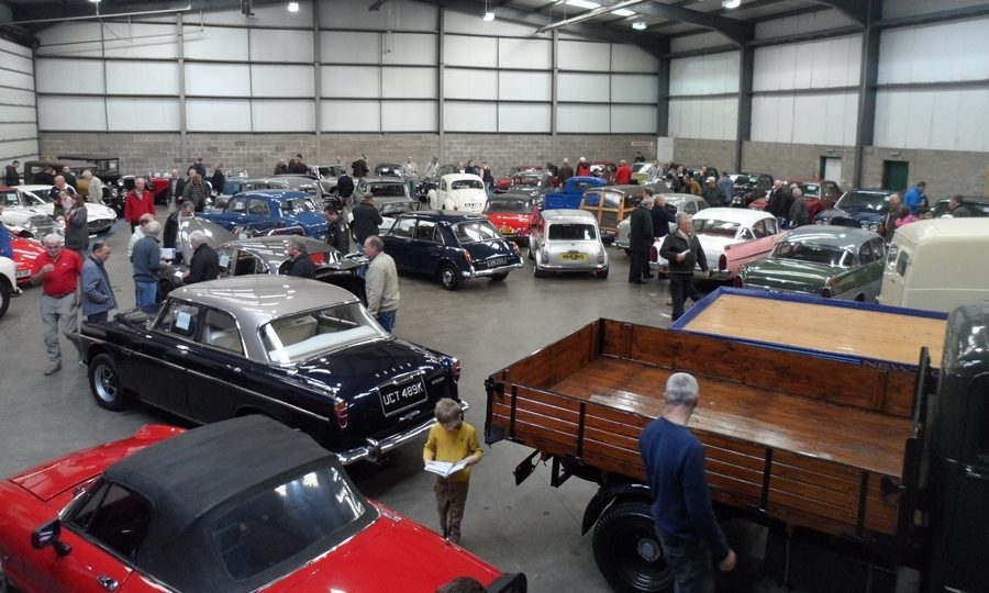 hundreds turn out for perthshire classic car auction the. Black Bedroom Furniture Sets. Home Design Ideas