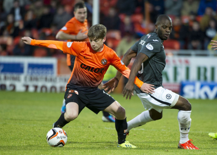 Dundee Utd's Ryan Gauld and St Mirren's Isaac Osbourne in league action.