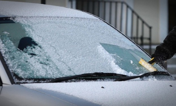 Steve MacDougall, Courier, Rose Terrace, Perth. Weather picture to illustrate the snowfall and frost overnight in Perth. Pictured, a resident clears her car windows of frost. No name.