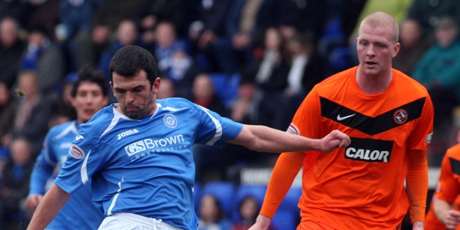 Steve MacDougall, Courier, McDiarmid Park, Crieff Road, Perth. St Johnstone FC v Dundee United FC. Action from the match. Pictured, Callum Davidson takes a shot.