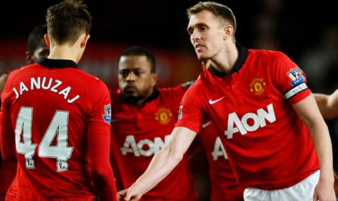 Darren Fletcher does the captain bit after Adnan Januzaj misses his penalty.