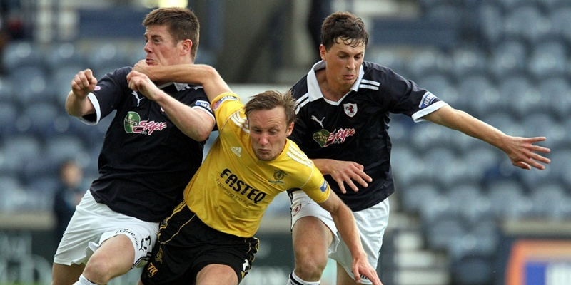 G Jennings pic, Raith Rovers v Livingston,   Iain Russell of Livvy is sandwiched between Doug Hill and Stuart Anderson