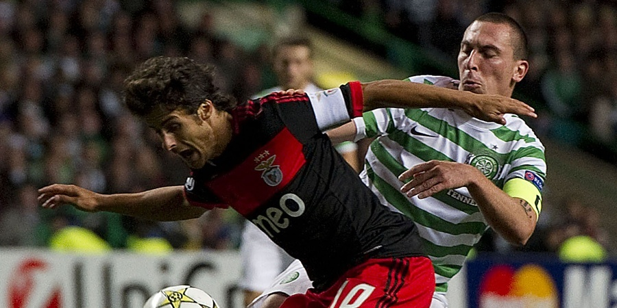 19/09/12 UEFA CHAMPIONS LEAGUE CELTIC v BENFICA CELTIC PARK - GLASGOW Benfica captain Pablo Aimar does well to hold off Scott Brown (right)