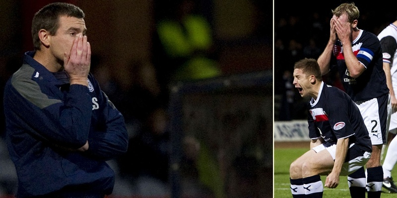 19/10/12 CLYDESDALE BANK PREMIER LEAGUE DUNDEE V ICT (1-4) DENS PARK - DUNDEE Dundee manager Barry Smith cuts a dejected figure on the touchline as his side are defeated 4-1
