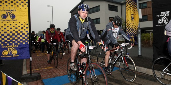 Steve MacDougall, Courier, Loch Leven Community Centre, Kinross. Hundreds of cyclists around Loch Leven for Kinross Sportiv cycling event. Pictured, some of the cyclists starting the event, including Ewan Paterson (front).