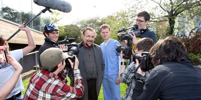 Steve MacDougall, Courier, Dundee University, Perth Road, Dundee. Brian Cox in Dundee University students' soap 'Skint'. Pictured, centre is actor Brian Cox surrounded by cast and crew.