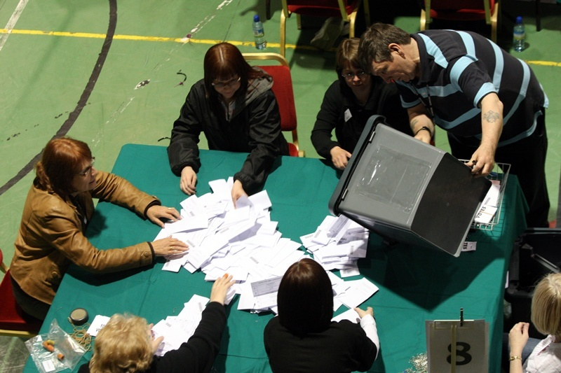 Steve MacDougall, Courier, Fife Institute, Viewlands, Glenrothes. General Election Vote Counting. Pictured, the last ballot boxes arrive as the count continues.