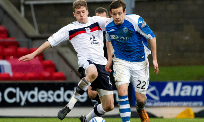 Pawlett (right) in action against Dundee's Jim McAllister.