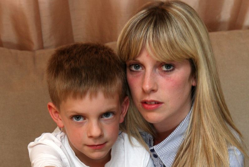 Steve MacDougall, Courier, 11 Thomson Avenue, Carnoustie. Picture of Andrew McAdam (aged 7), who will need to have his thumb removed following an accident at school. Andrew is pictured with his mother Angela McAdam.