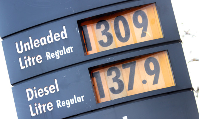 Kris Miller, Courier, 30/01/13. Picture today shows garage forecourt prices at petrol pumps (Shell, Dundee) for story about petrol prices.