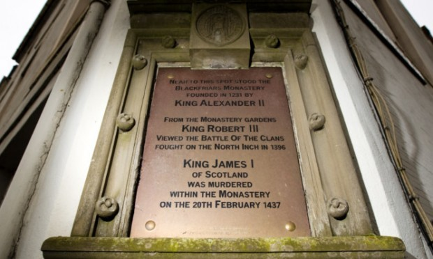 The plaque at the corner of Blackfriars Street and Atholl Place hinting at Perth's own royal mystery.