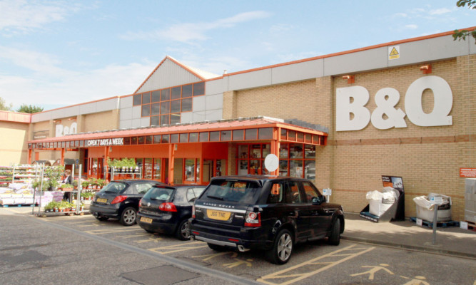 The B&Q at Kingsway East.