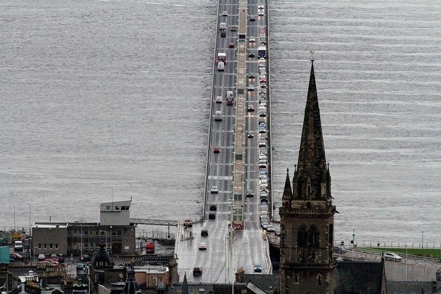 G Jennings pic, traffic queing on the tay road bridge