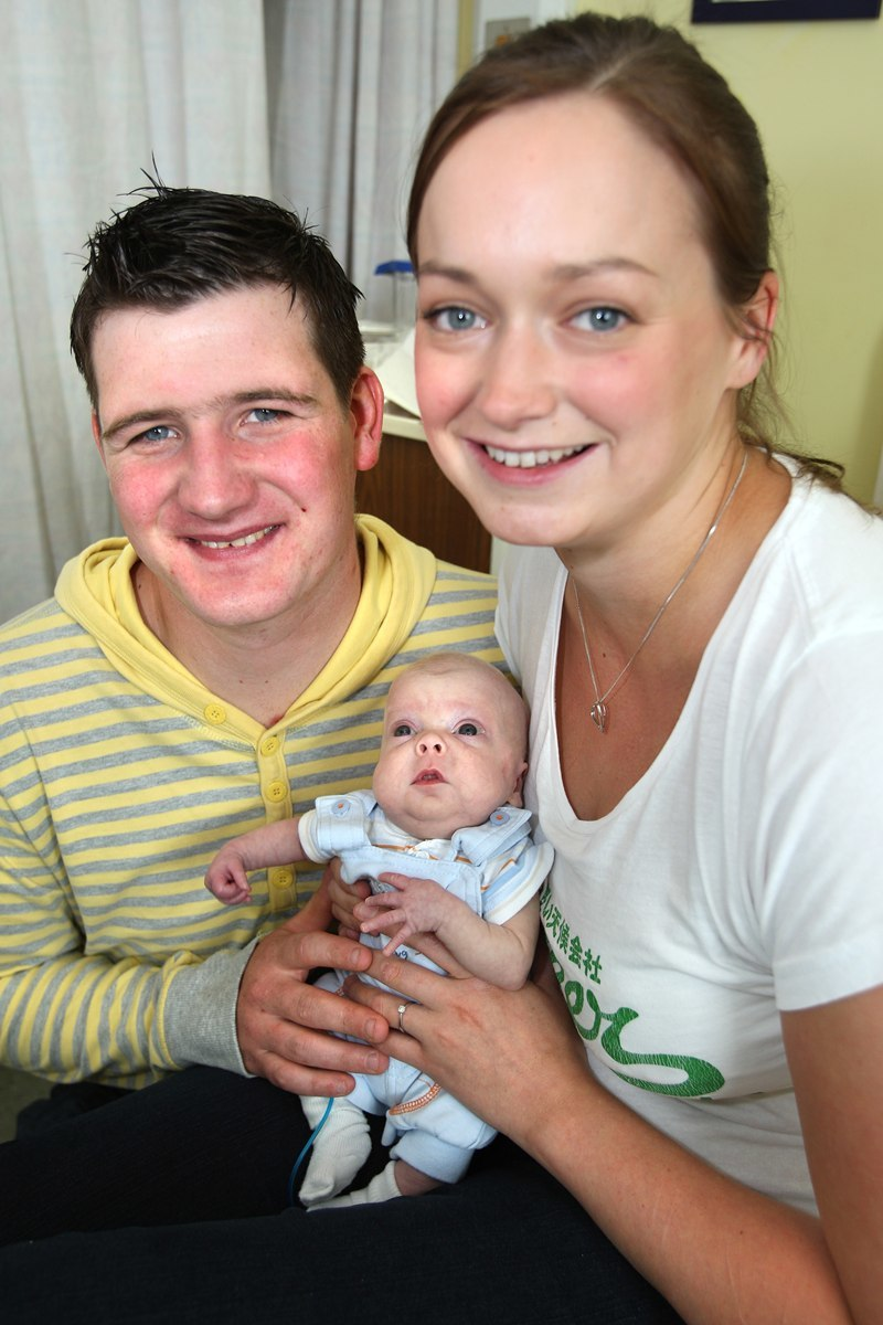 Kris Miller, Courier, 12/07/10, News. PIcture today at Ninewells Hospital, Ward 40. Pic shows proud parents James Henvey and Lisa Ewart with babyLiam Henvey who was born over 3 months premature but who is getting home.