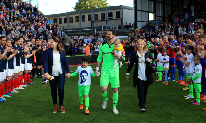 Around 2,000 Dundee fans were in London for Julian Speroni's testimonial match.