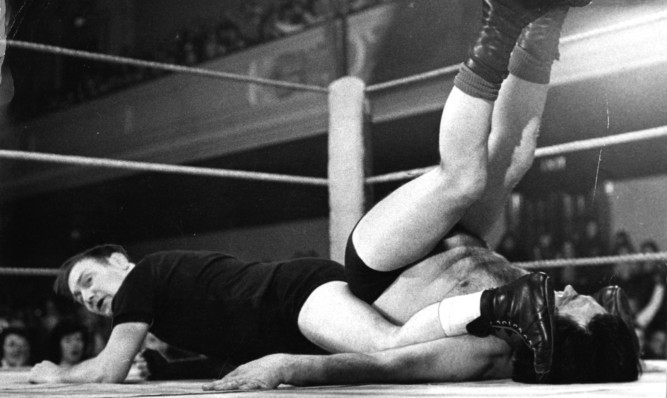 George Kidd winning the second fall in the third round in his fight with Steve Logan at the Caird Hall.