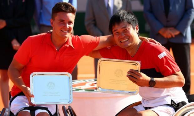 Gordon Reid celebrates with team-mate Shingo Kunieda.