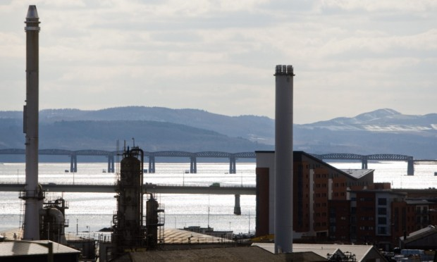 The Rowan Stavanger rig is to be towed upstream to Prince Charles Wharf in Dundee. At 170 metres, its is nearly twice the height of the stack of the biomass plant proposed for the harbour.