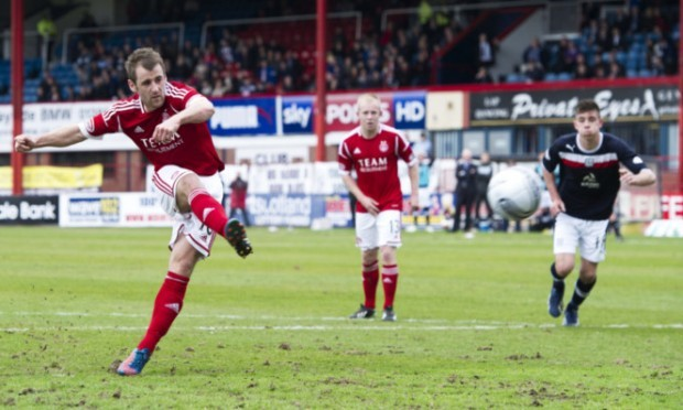 Niall McGinn scores from the penalty spot to make it 1-1 and send Dundee down.