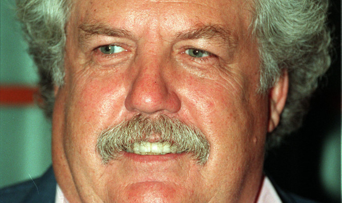 Colin Welland has died aged 81 after suffering from Alzheimer's disease for several years.
