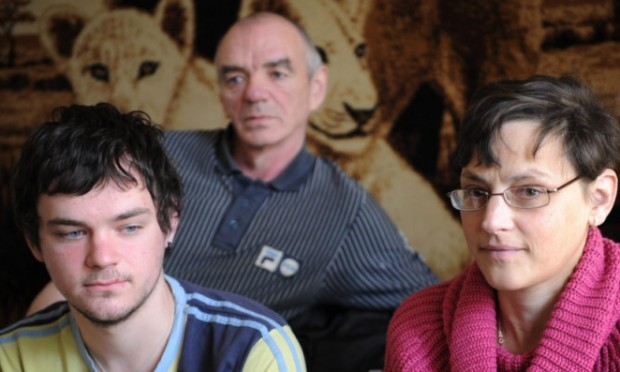 Bruce McMurchie (centre) with his nephew Jamie McMurchie and John McMurchies widow, Donna.