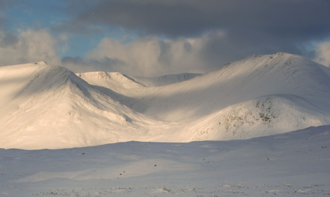 Climbers are being warned of 'considerable' avalanche risks in Glencoe.
