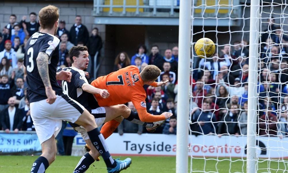 20/08/15 LADBROKES PREMIERSHIP    DUNDEE UTD V DUNDEE    TANNADICE - DUNDEE    Dundee United's Billy McKay scores a second for his side
