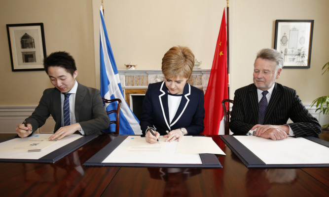 The First Minister signed signed a memorandum of understanding (MOU) with SinoFortone and China Railway No 3 Engineering Group (CR3).