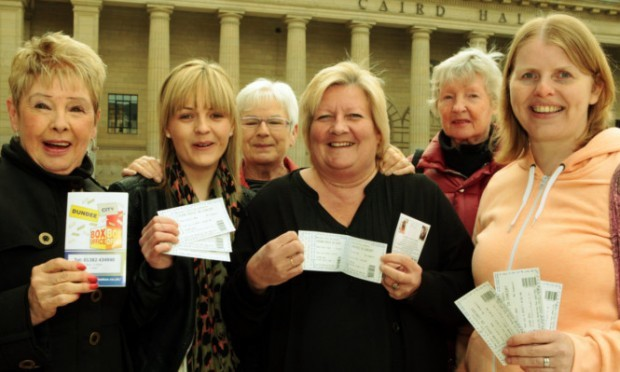 Irene Anderson, Tammi Rollo, Liz Laxly,  Yvonne Donaldson, Janet McGregor-Mozolf and Elaine Scott with tickets for Susan Boyles concert at the Caird Hall.