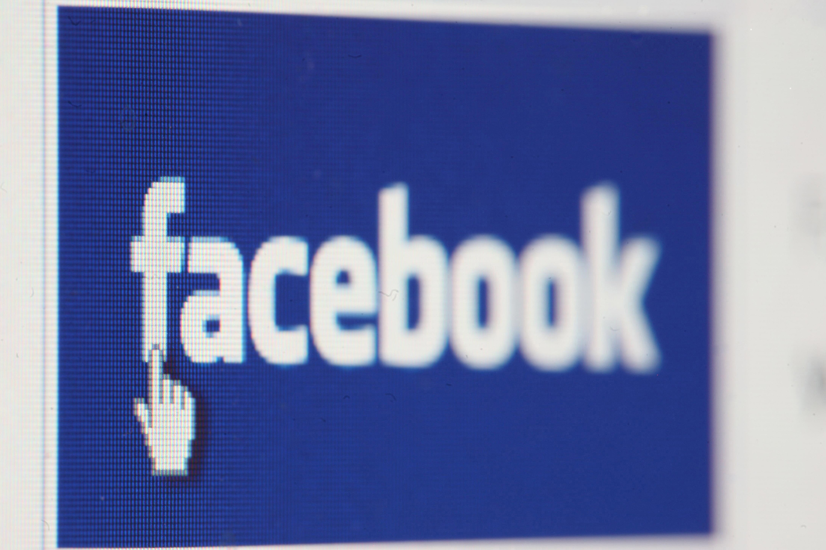 Facebook, WhatsApp Hit By Photo Glitch