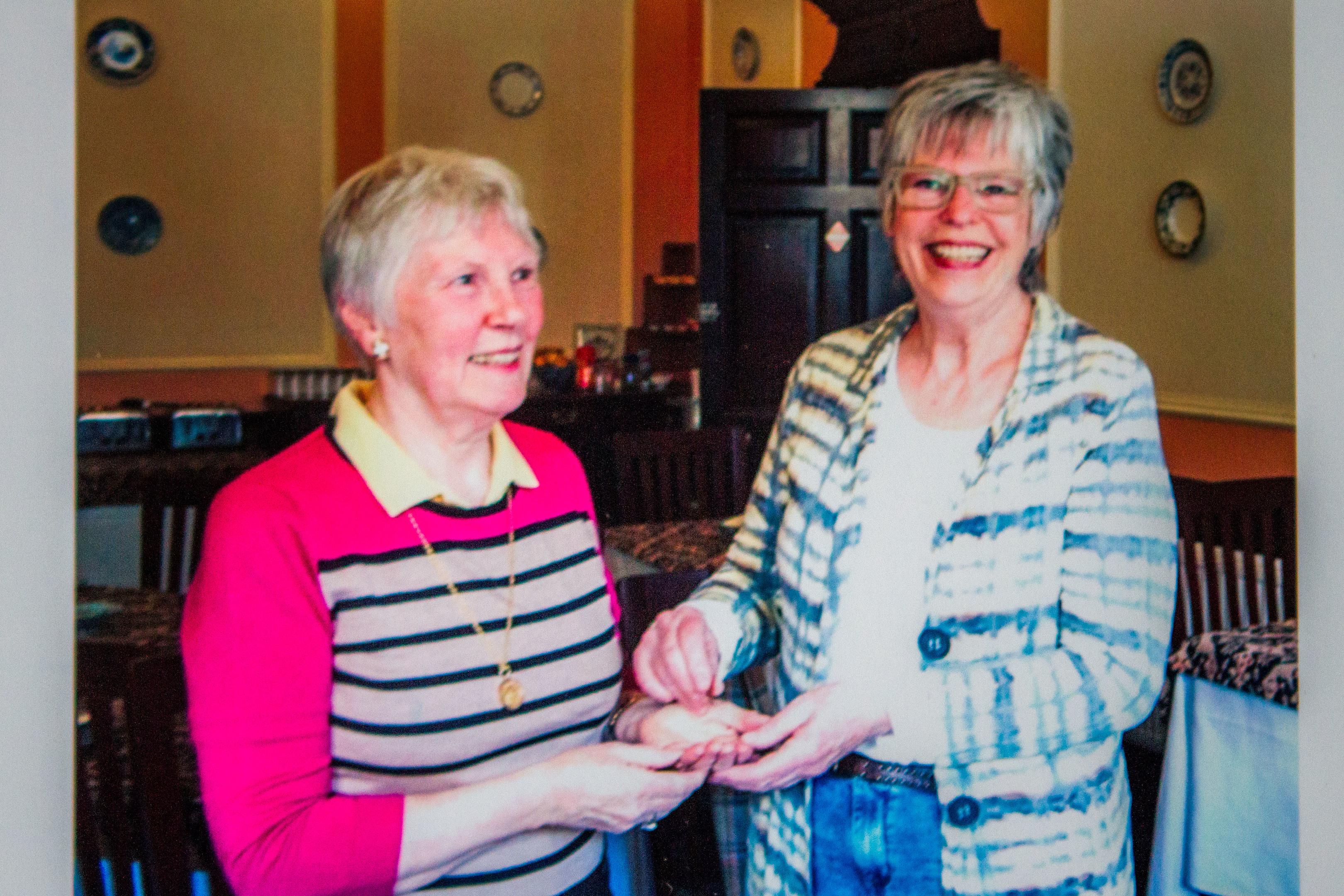Maureen Irvine (left) receiving the piece from Elly Zwaansdijk