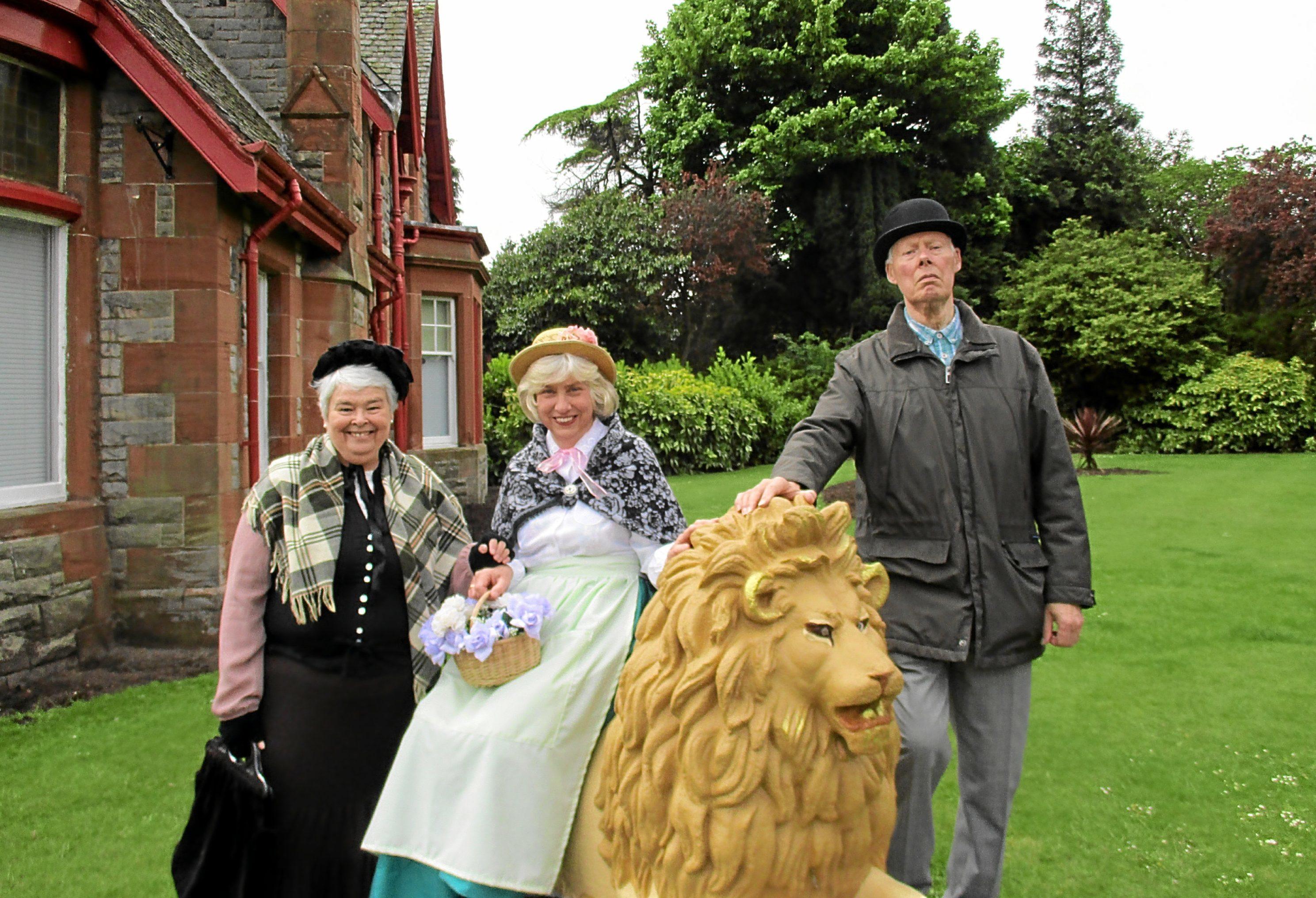 Kirkcaldy Gilbert and Sullivan Society members.