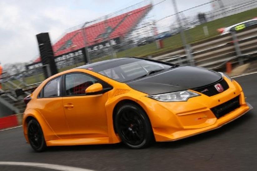 Halfords_Yuasa_Racing_BTCC_4-549x366