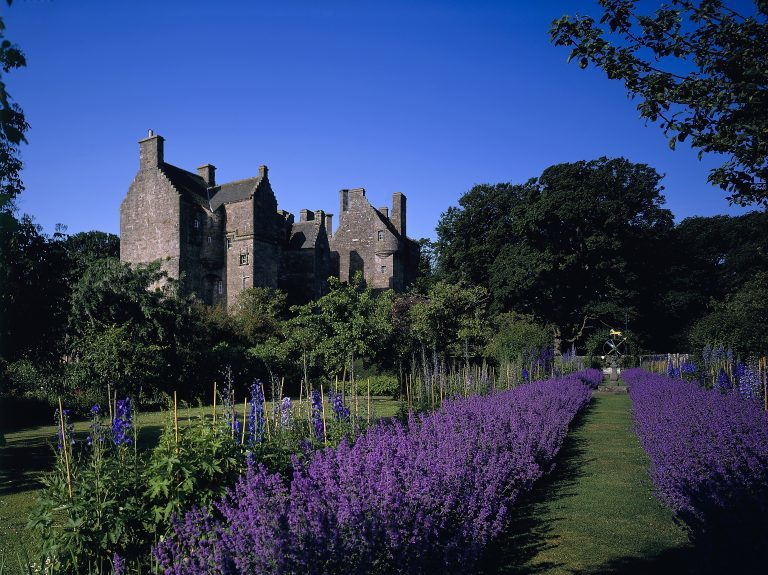 kellie castle Located near the charming fishing village of pittenweem, kellie castle is a romantic venue for civil, religious and humanist weddings dating from 1360, this enchanting castle with its picturesque walled garden was once home to the earls of kellie.