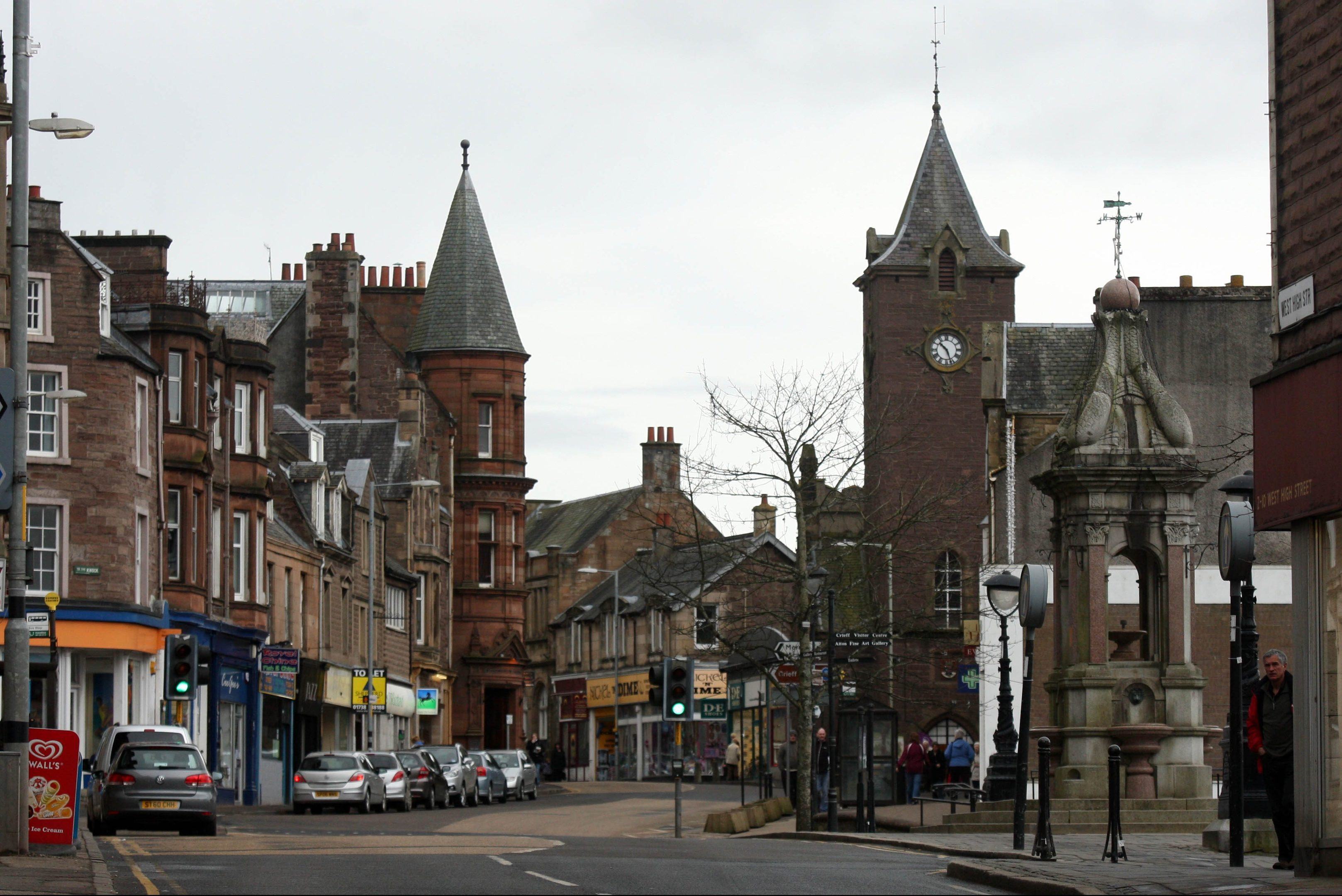 Businesses in Crieff have claimed new High Street parking rules have hit their trade.
