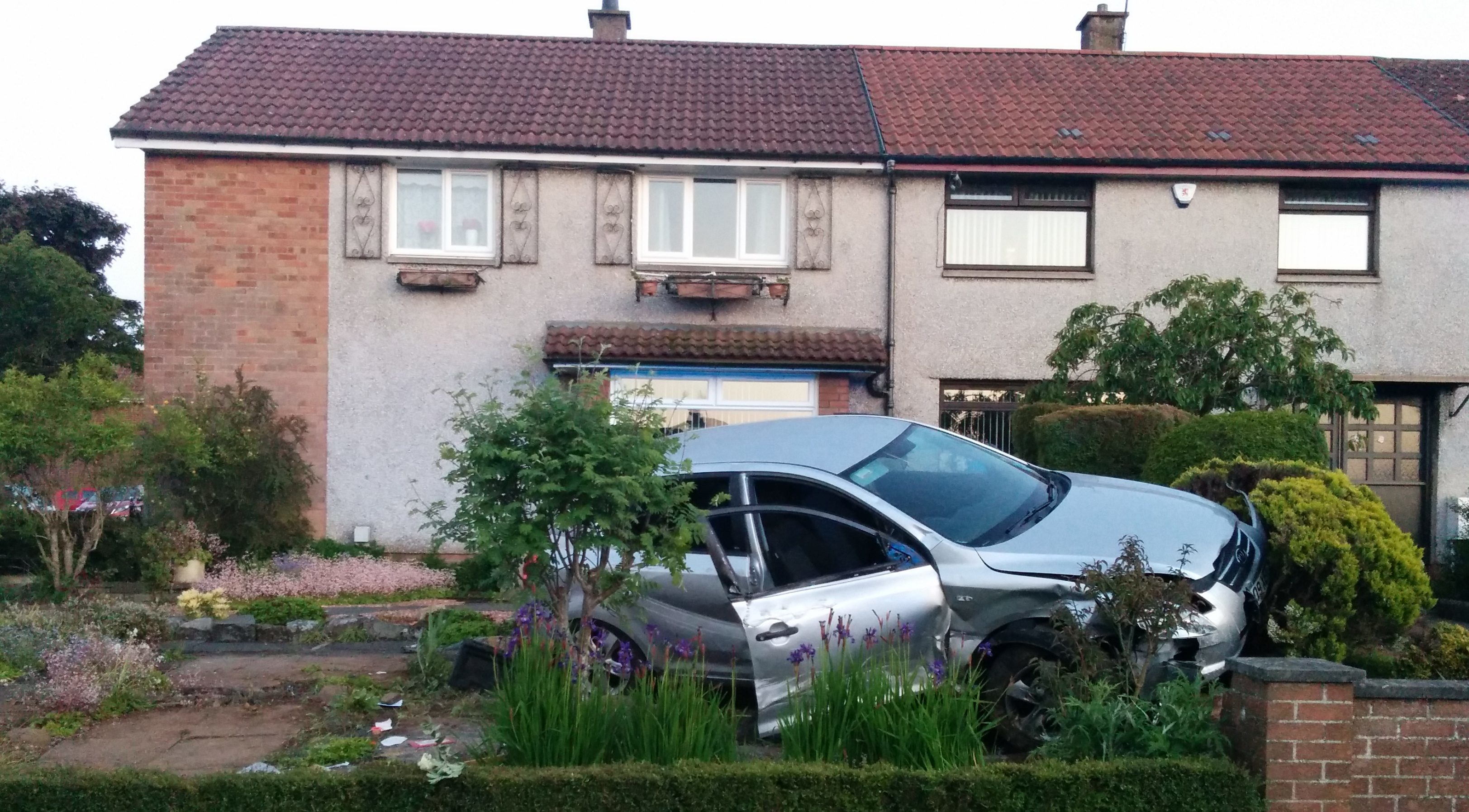 The car overturned and landed in a garden in South Parks Road