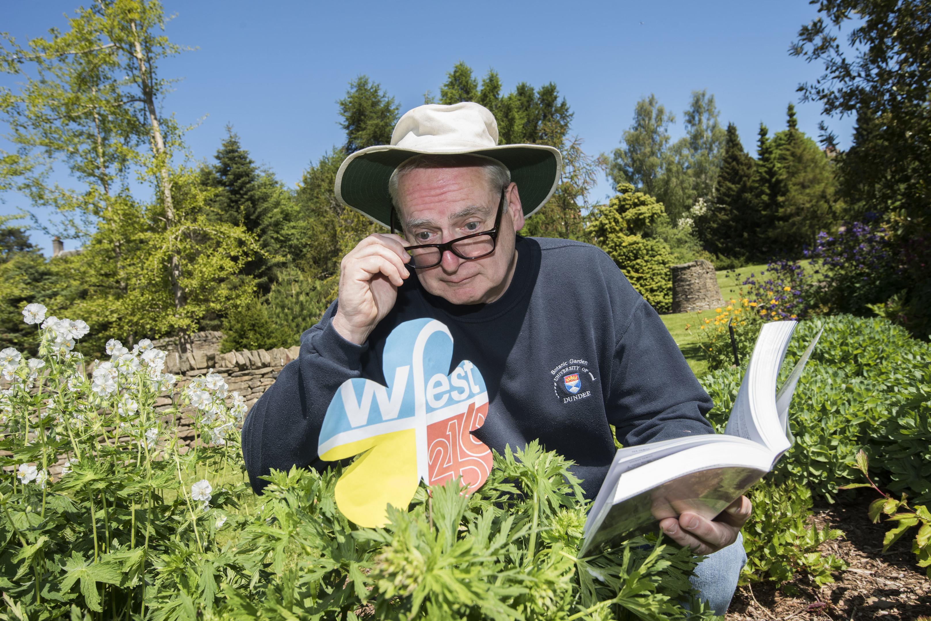 Dr Neil Paterson gace a talk at the Botanic Gardens.