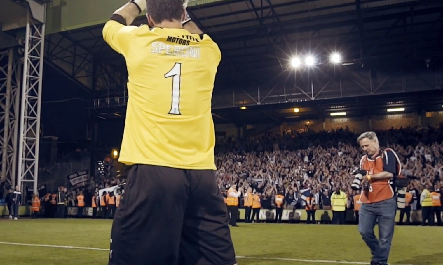 Julian Speroni hails the Dundee fans at his testimonial.