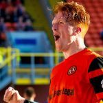 Dundee United striker Simon Murray on his way to Hibs