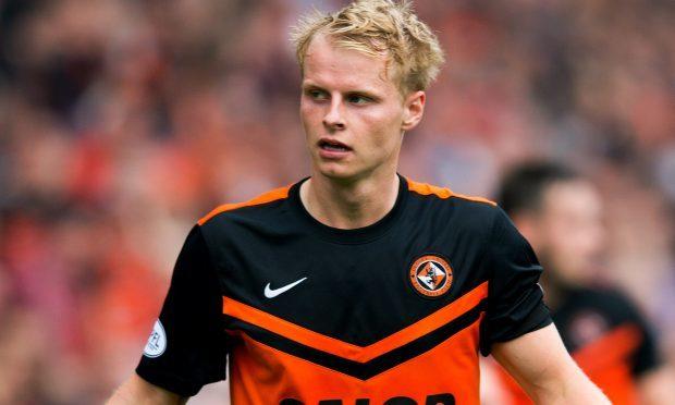 Gary Mackay-Steven joins Aberdeen from Celtic