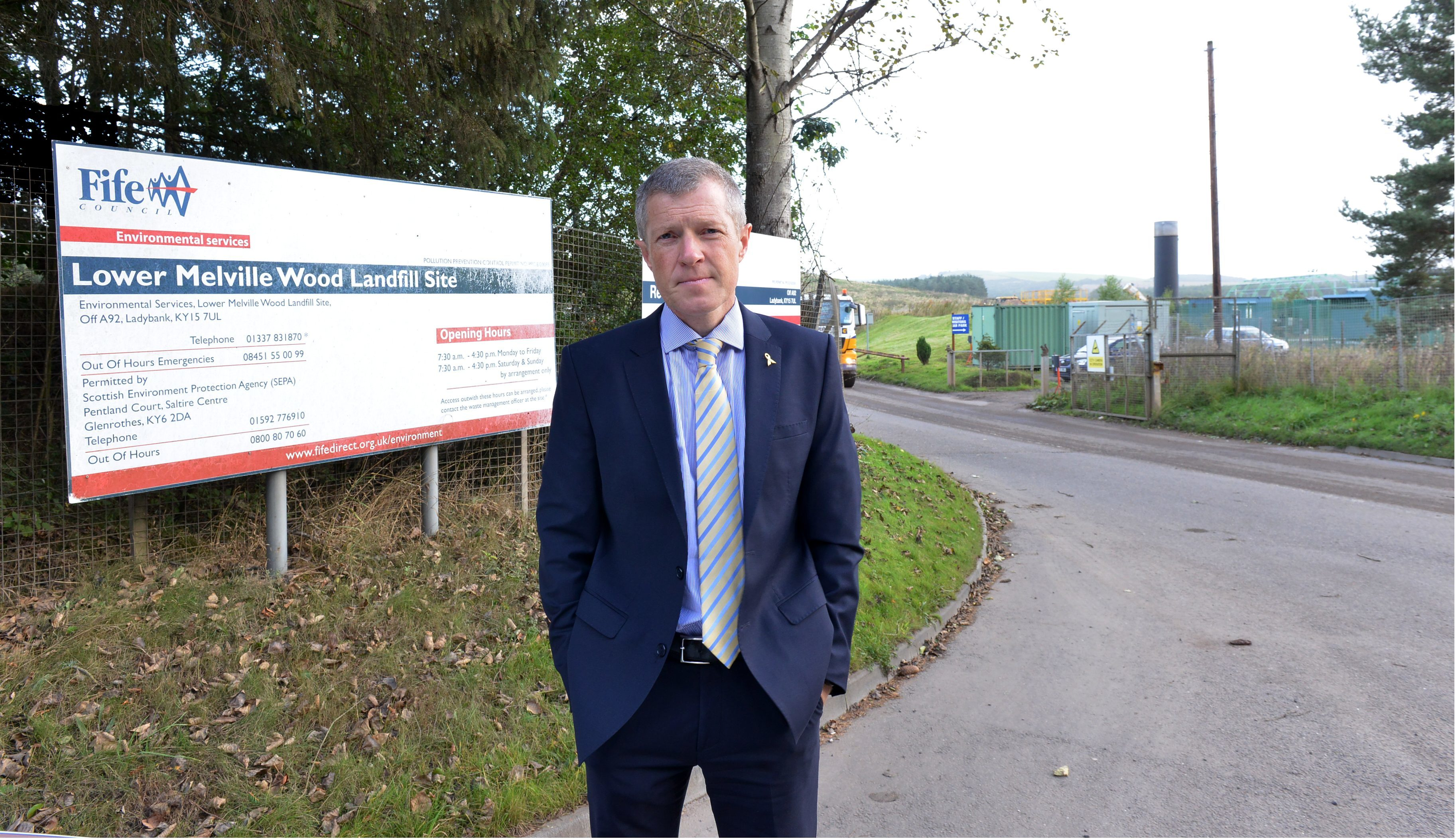Willie Rennie MSP recently took up residents' concerns about odour problems coming from the Lower Melville Wood landfill site.