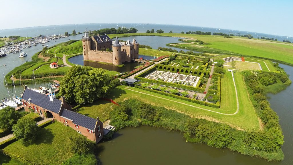 Aerial view of the castle with the River Vecht and Ijmeer to the north.