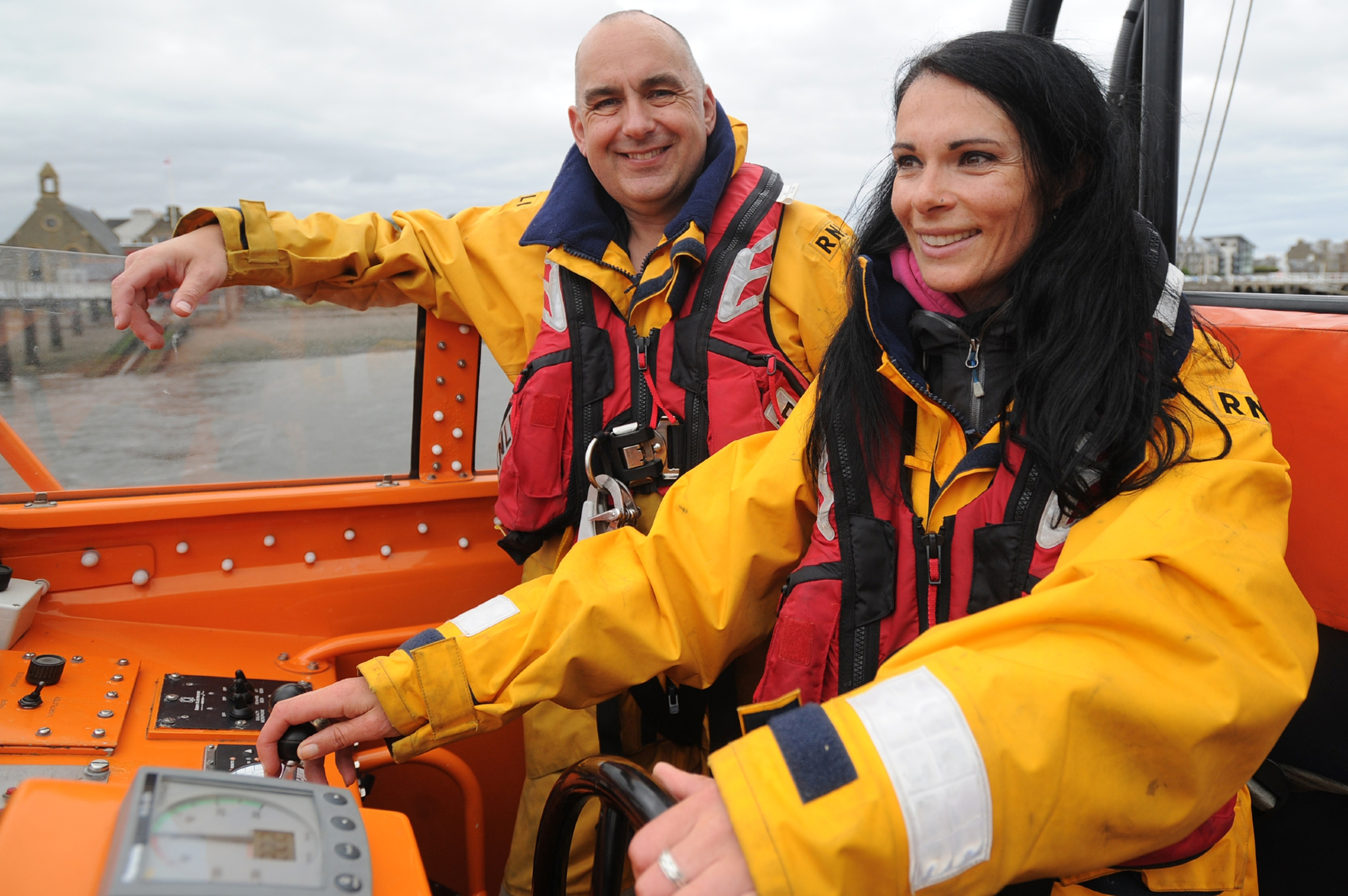 Broughty Ferry RNLI coxswain Murray Brown shows Gayle the ropes.