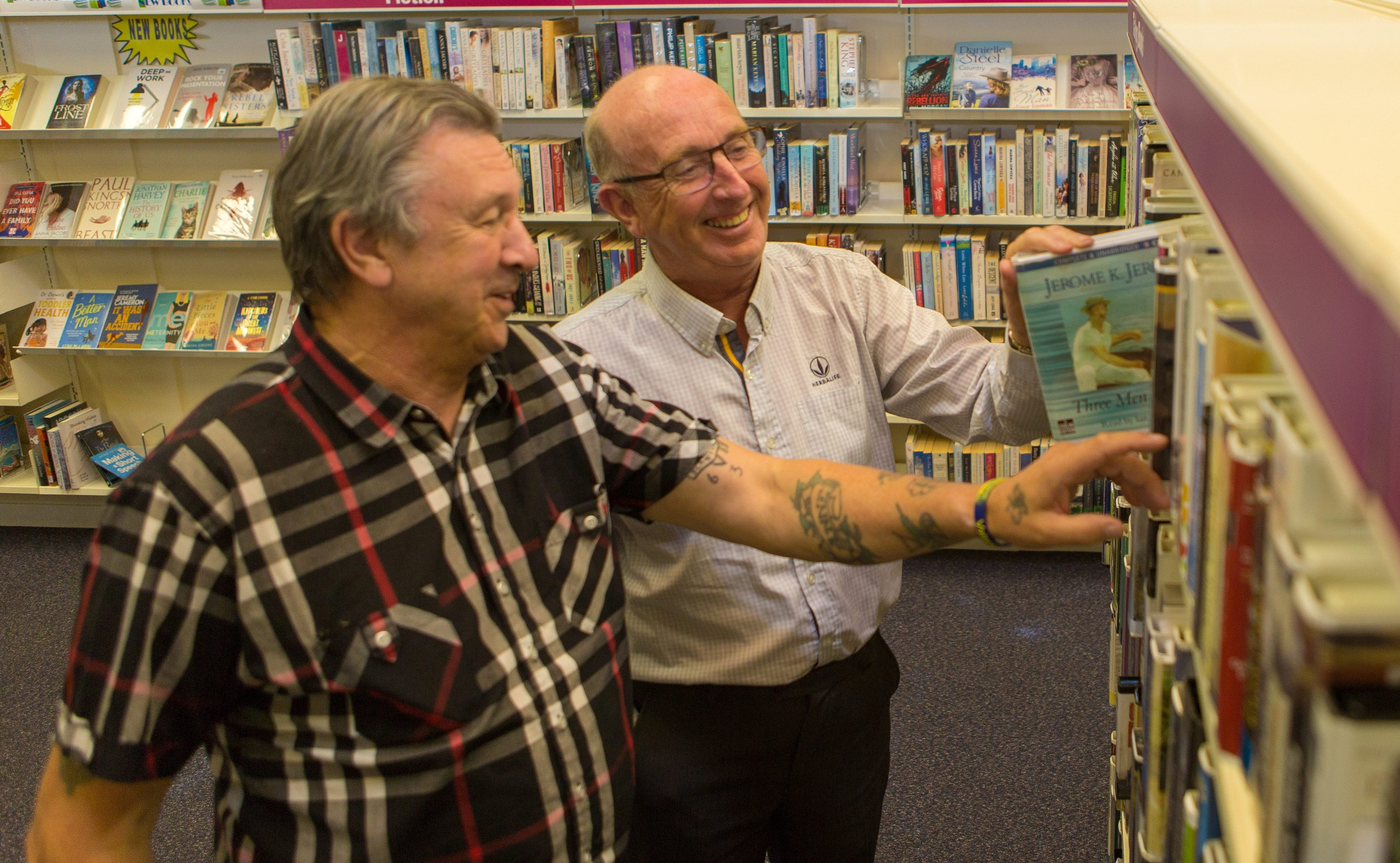 Leslie Bain and Ian Robertson from West Glenrothes Residents and Tenants Association at Glenwood Library which they hope to be running from March/April 2017.